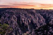 Hoodoos après le coucher du soleil, Chiricahua