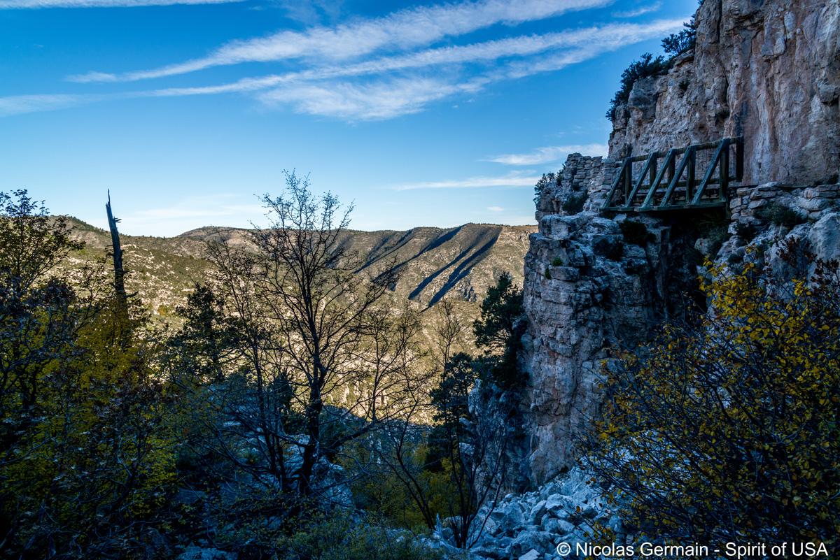 Petit pont de bois lors de la randonnée de Guadalupe Peak, Guadalupe Mountains