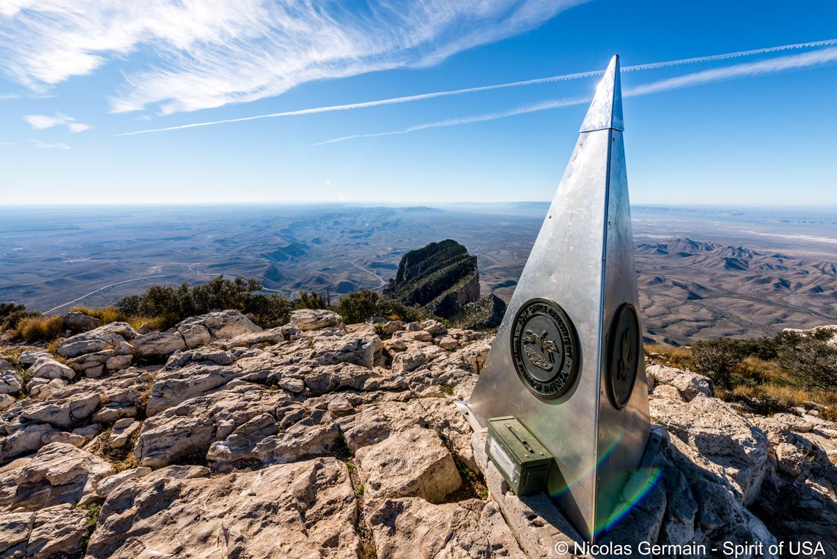 Sommet de Guadalupe Peak, point culminant du Texas. On peut y mettre son nom pour la postérité !
