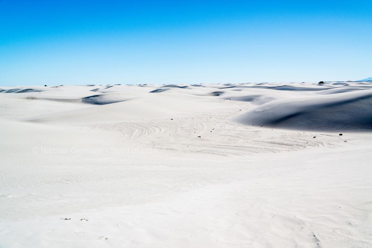 Immensité du désert de gypse blanc et des dunes de White Sands, New Mexico