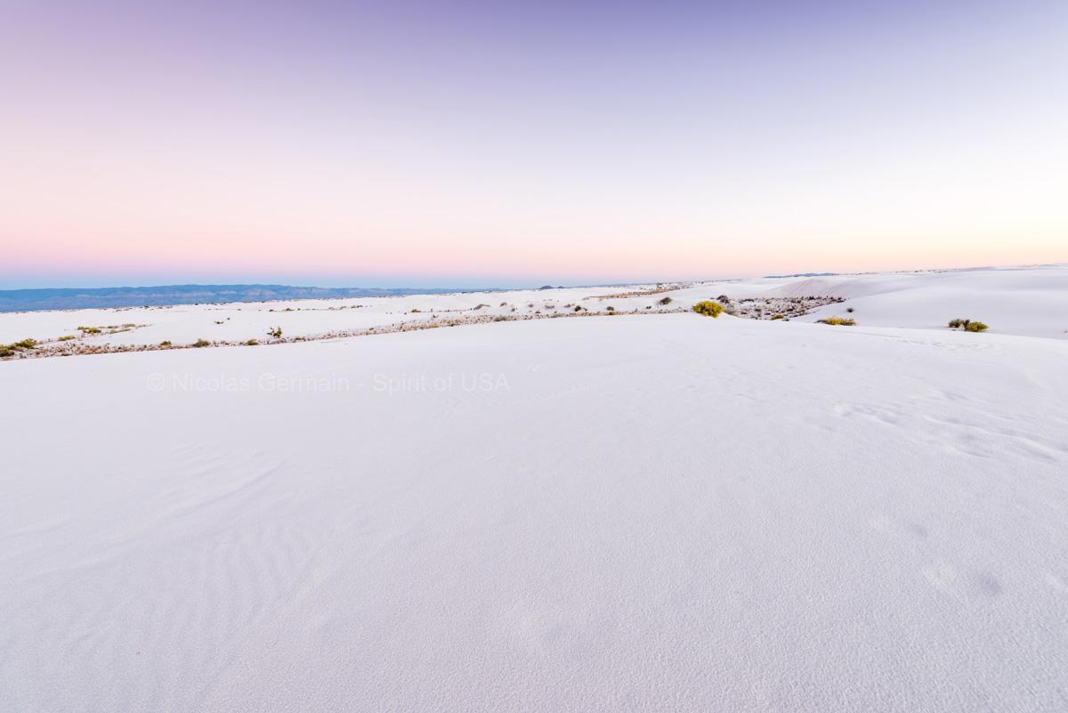 Désert blanc de White Sands après le coucher du soleil, Nouveau-Mexique