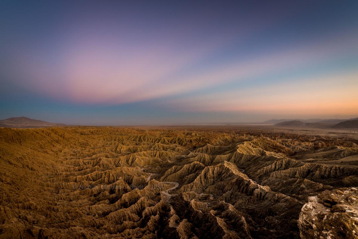 Badlands vus de Fonts Point à l'heure bleue, Anza Borrego, Californie