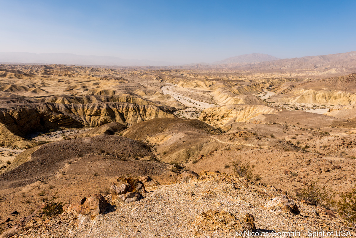 Panorama sur Carrizo Badlands vu du sentier de Wind Caves, Anza Borrego