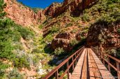 Redwall Bridge, un pont sur le chemin de North Kaibab Trail dans le Grand Canyon