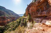 Petit amphithéâtre rocheux après Redwall Bridge sur North Kaibab Trail, Grand Canyon