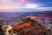 Vue sur Point Imperial en fin de coucher de soleil sur la rive Nord du Grand Canyon