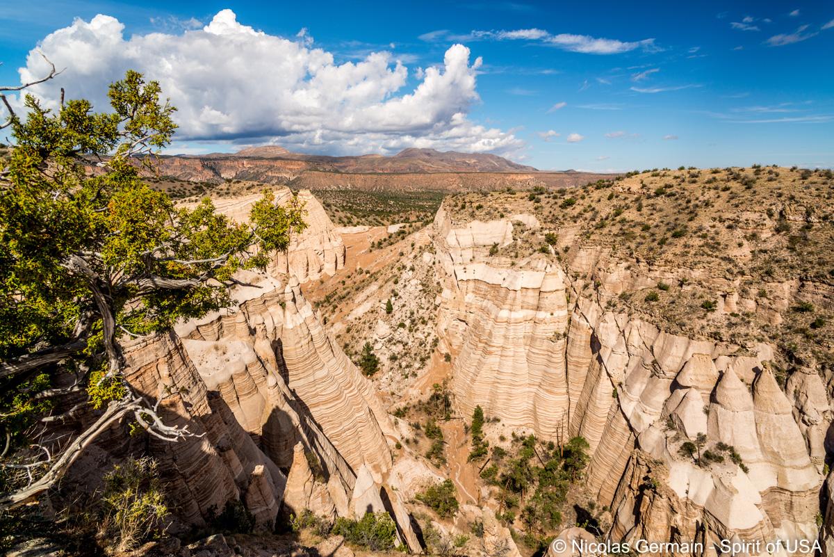 Sentier de randonnée de Slot Canyon Trail entre les deux falaises, Kasha Katuwe Tent Rocks