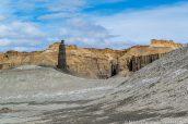 Black Spire (ou Angel of Death) comme une tour de guêt au milieu des badlands, Utah