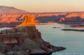 Gunsight Butte vue d'Alstrom Point au coucher du soleil, Glen Canyon