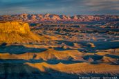 Couleurs irréelles du lever de soleil sur Moonscape Overlook, Utah