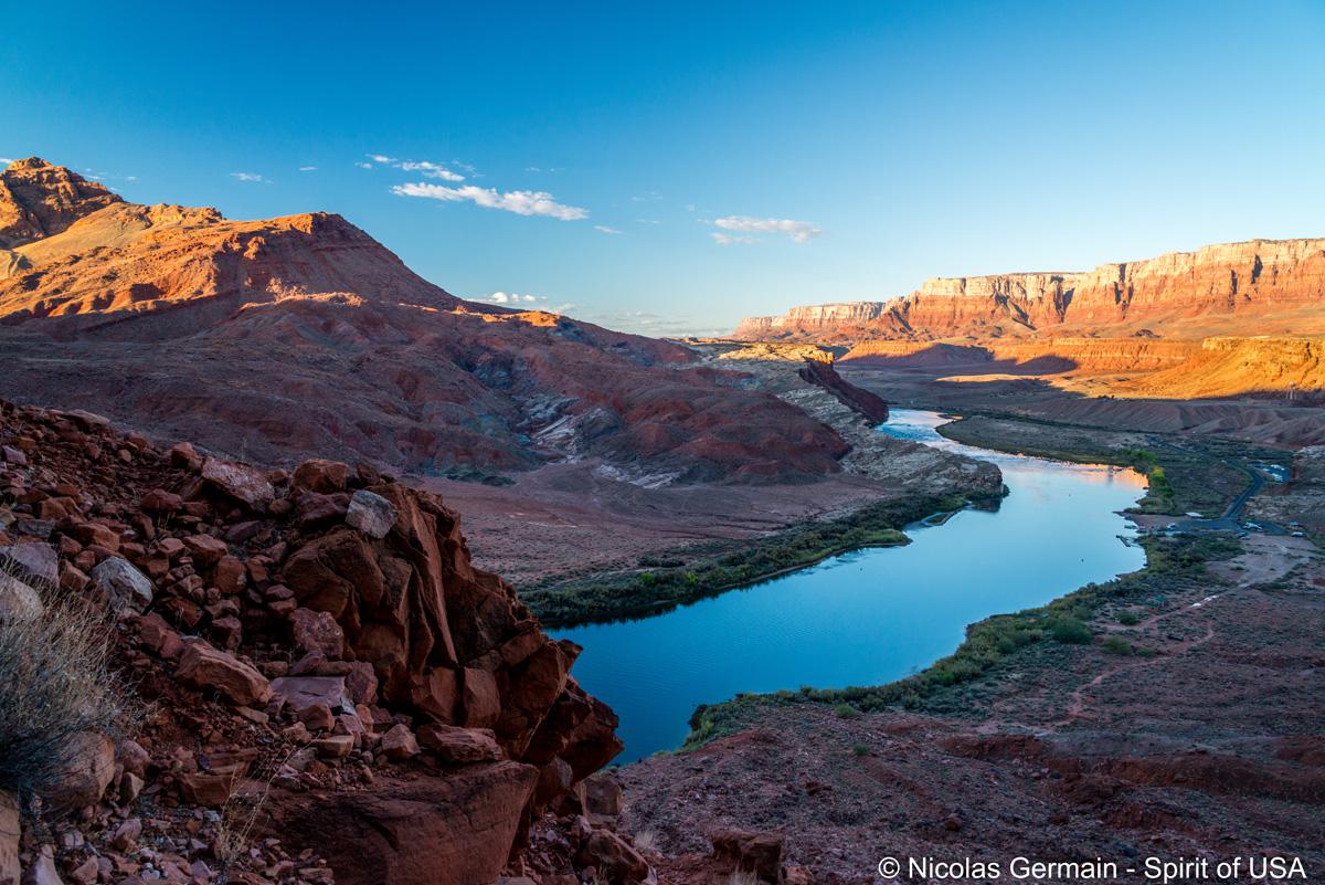Vue sur le Colorado au début de la montée de Spencer Trail
