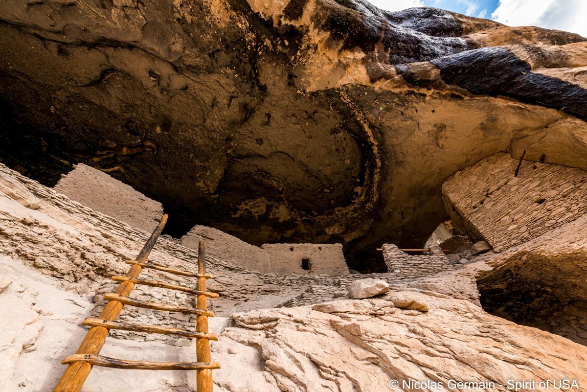 Il faut parfois utiliser des échelles pour visiter les ruines de Gila Cliffs Dwelling