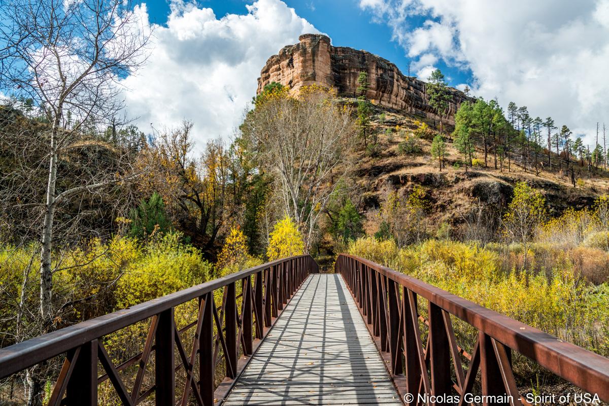 Début du sentier menant aux ruines de Gila Cliffs Dwelling, Nouveau-Mexique