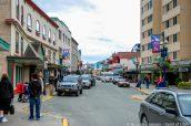 Rue menant au port où mouillent les paquebots à Juneau, Alaska