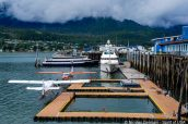 Hydravions amarrés dans le port de Juneau, Alaska