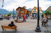 Une petite place dans la ville de Seward, Alaska