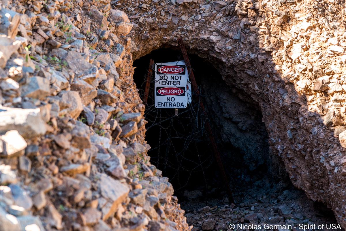 Entrée en façade et condamnée de Baker Mine, Organ Pipe Cactus