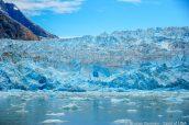 La couleur de la glace se confond avec celle du ciel à South Sawyer Glacier, Alaska
