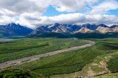 Vue sur l'Alaska Range et les montagnes colorées de Polychrome Overlook, Denali National Park