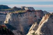 Panorama avec Ivins Mountain et Inclined Temple vus de West Rim Trail, Zion National Park