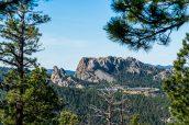 Le Mont Rushmore vu d'une route de Custer State Park, Dakota du Sud