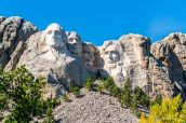 De gauche à droite : George Washington, Thomas Jefferson, Franklin Roosevelt, Abraham Lincoln - Mount Rushmore National Memorial