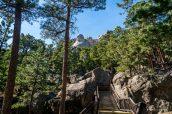 Les Présidents du Mont Rushmore vus du sentier Presidential Trail