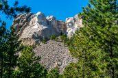 Vue classique des quatre Présidents sculptés dans le Mont Rushmore, Dakota du Sud