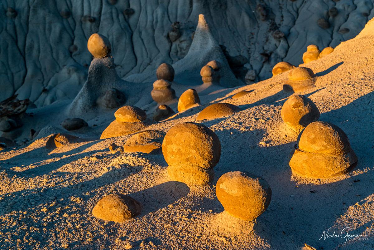 Nombreuses pierres de forme rond à Eggs Garden, à deux pas de Bisti Badlands
