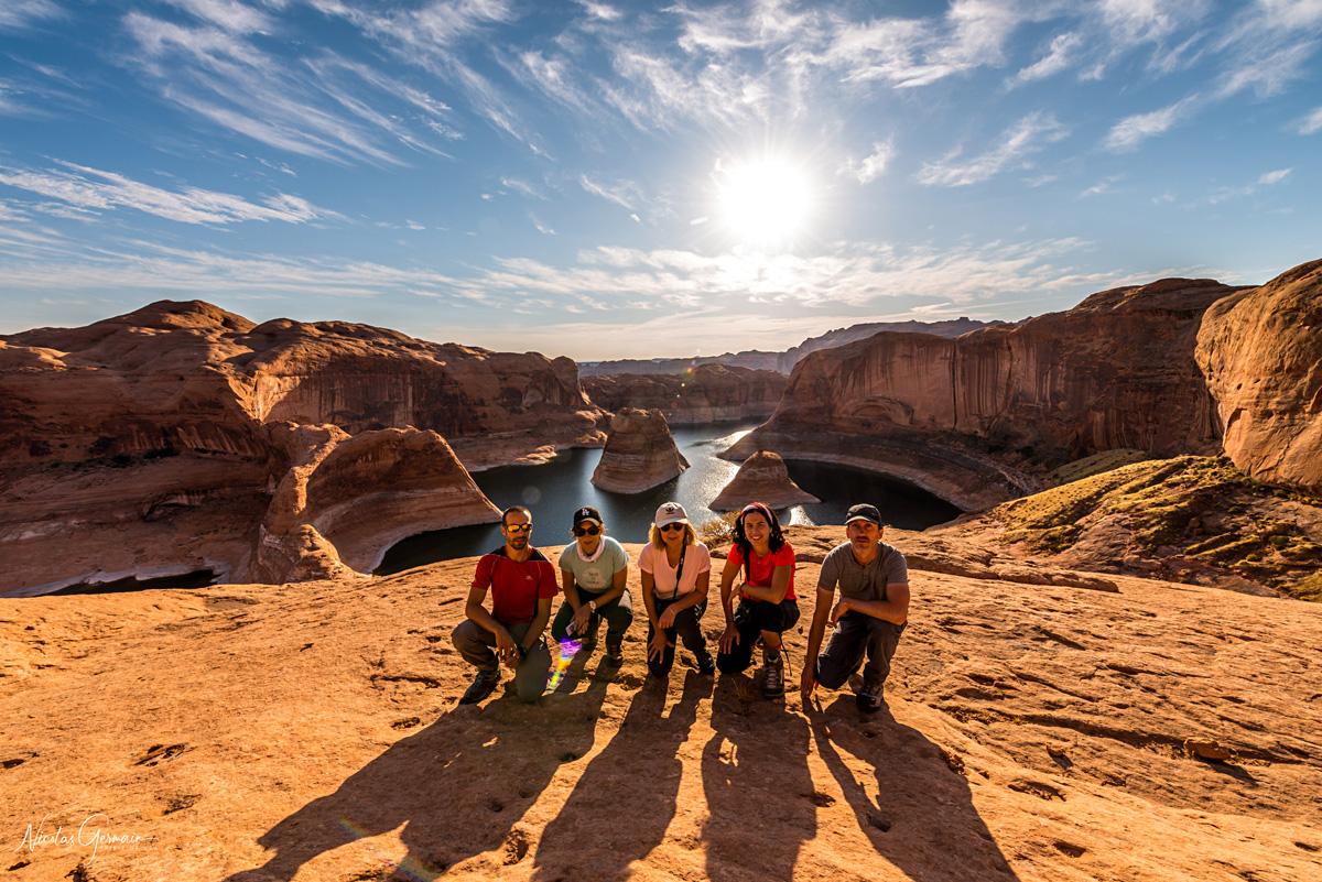 Photo de groupe en fin d'après-midi à Reflection Canyon