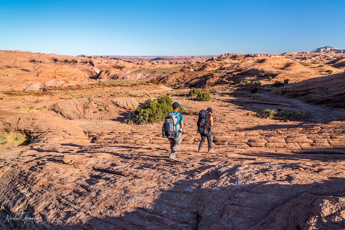 Marion et Jérôme sur la partie slickrock menant à Reflection Canyon